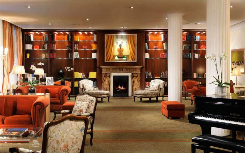 hotel-de-la-ville_6_07-hotel-de-la-ville-lobby.jpg